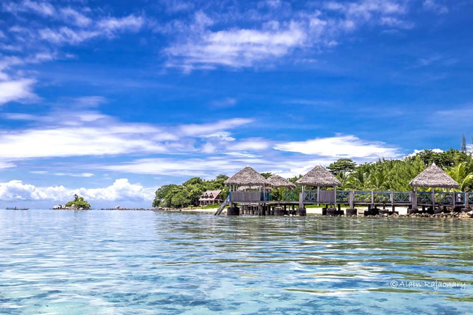 bungalow les pieds dans l 39 eau sur l 39 le aux nattes sainte marie voyage madagascar. Black Bedroom Furniture Sets. Home Design Ideas