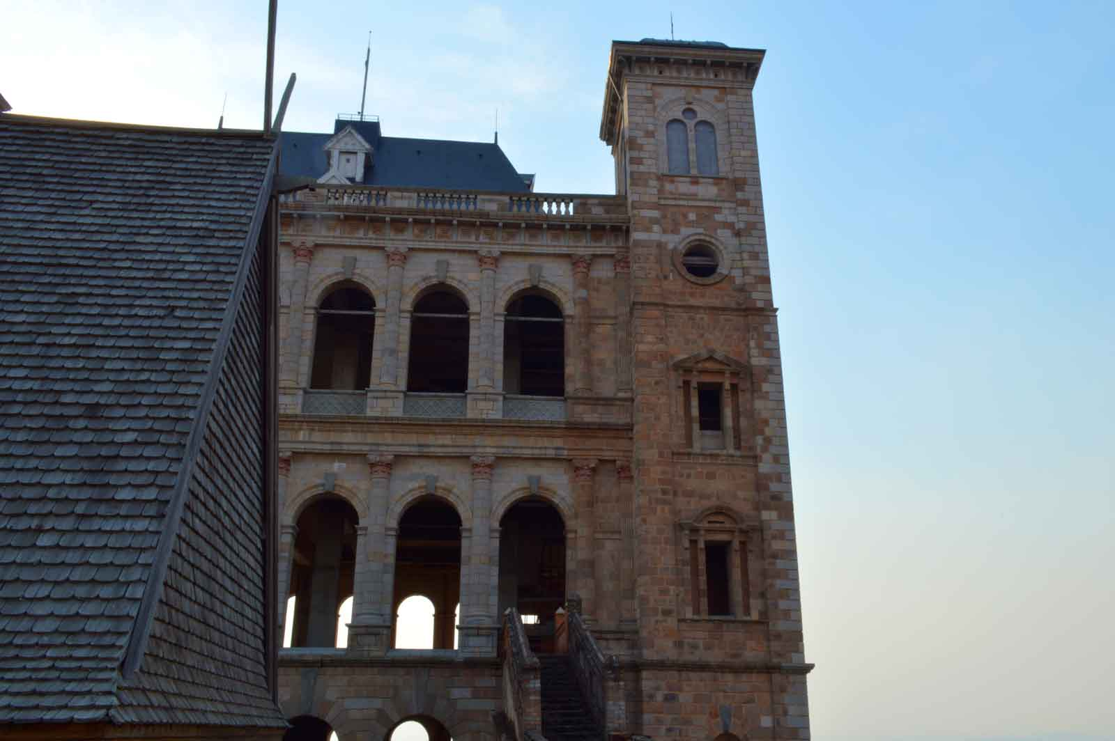 le palais de la Reine situé sur la Haute Ville