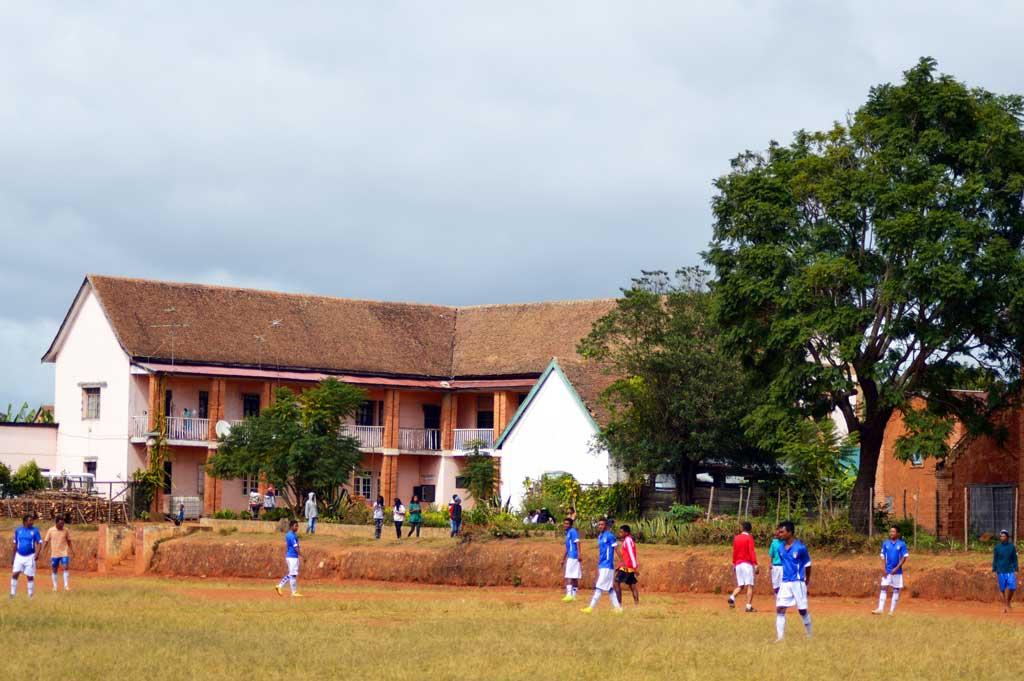 Le village d'Ambatomanga et son terrain de foot