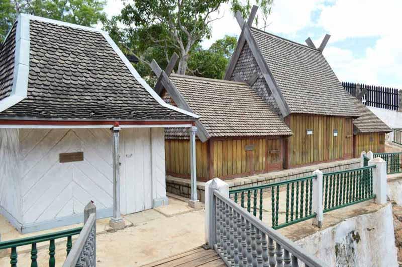Les tombes dans le palais d'Ambohimanga