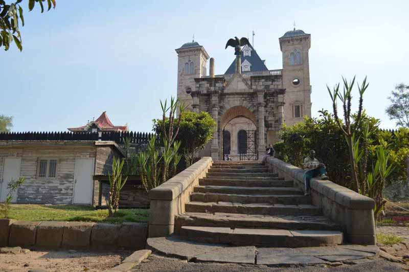 Rova ou palais royal de manjakamiadana