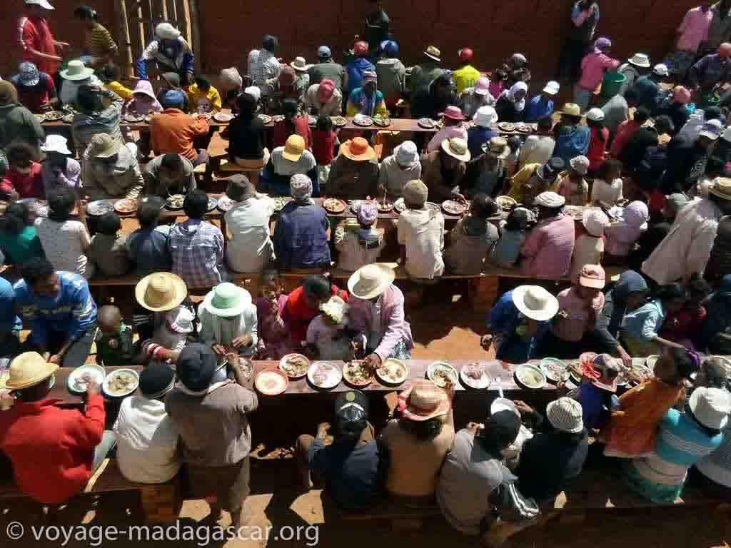 Tradition et coutume malagasy - famadihana
