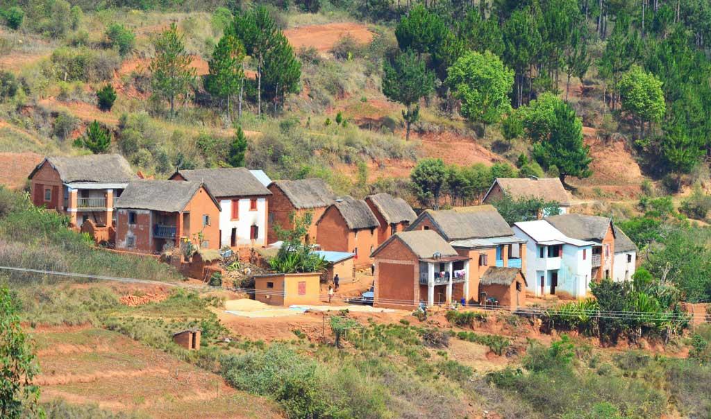 Village traditionnel malagasy dans un coin caché de Madagascar