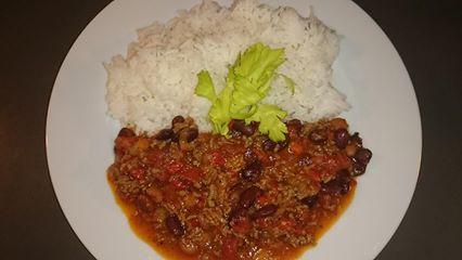 Haricot rouge  sauté aux légumes avec du riz blanc