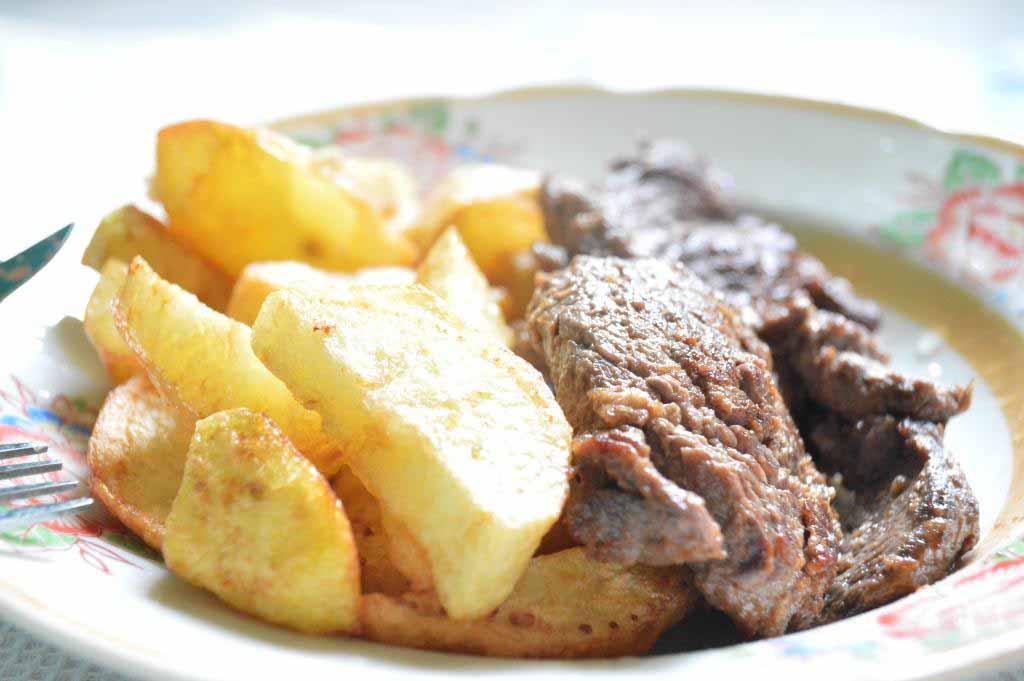recette pour steak et frite recette de cuisine malagasy. Black Bedroom Furniture Sets. Home Design Ideas