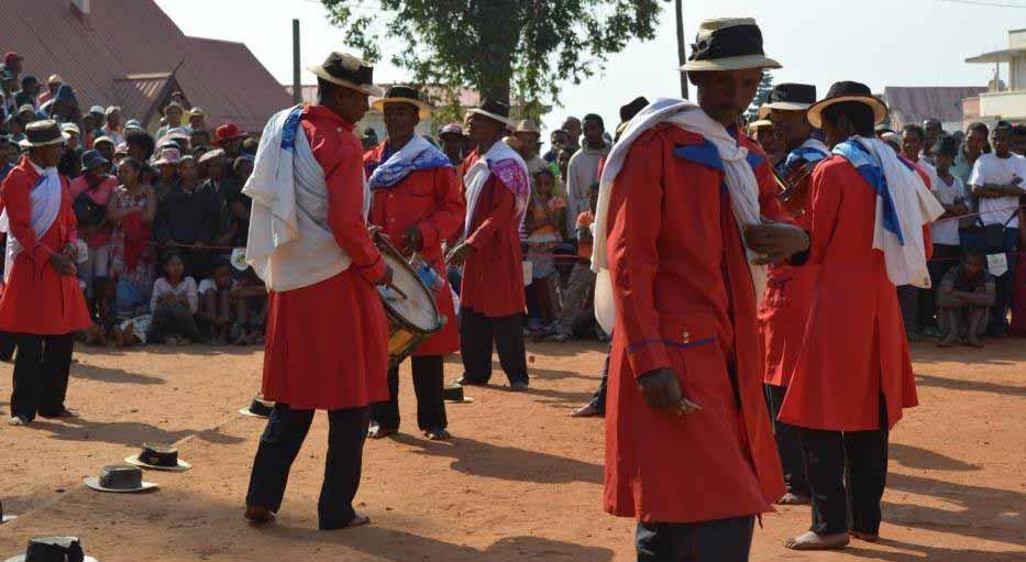 troupes de Hira gasy makotrokotroka